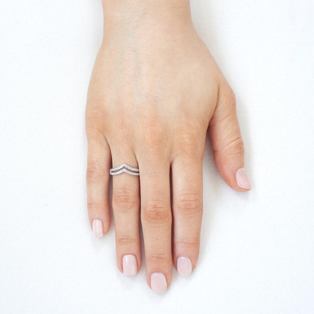 Sparkling V Ring Silver